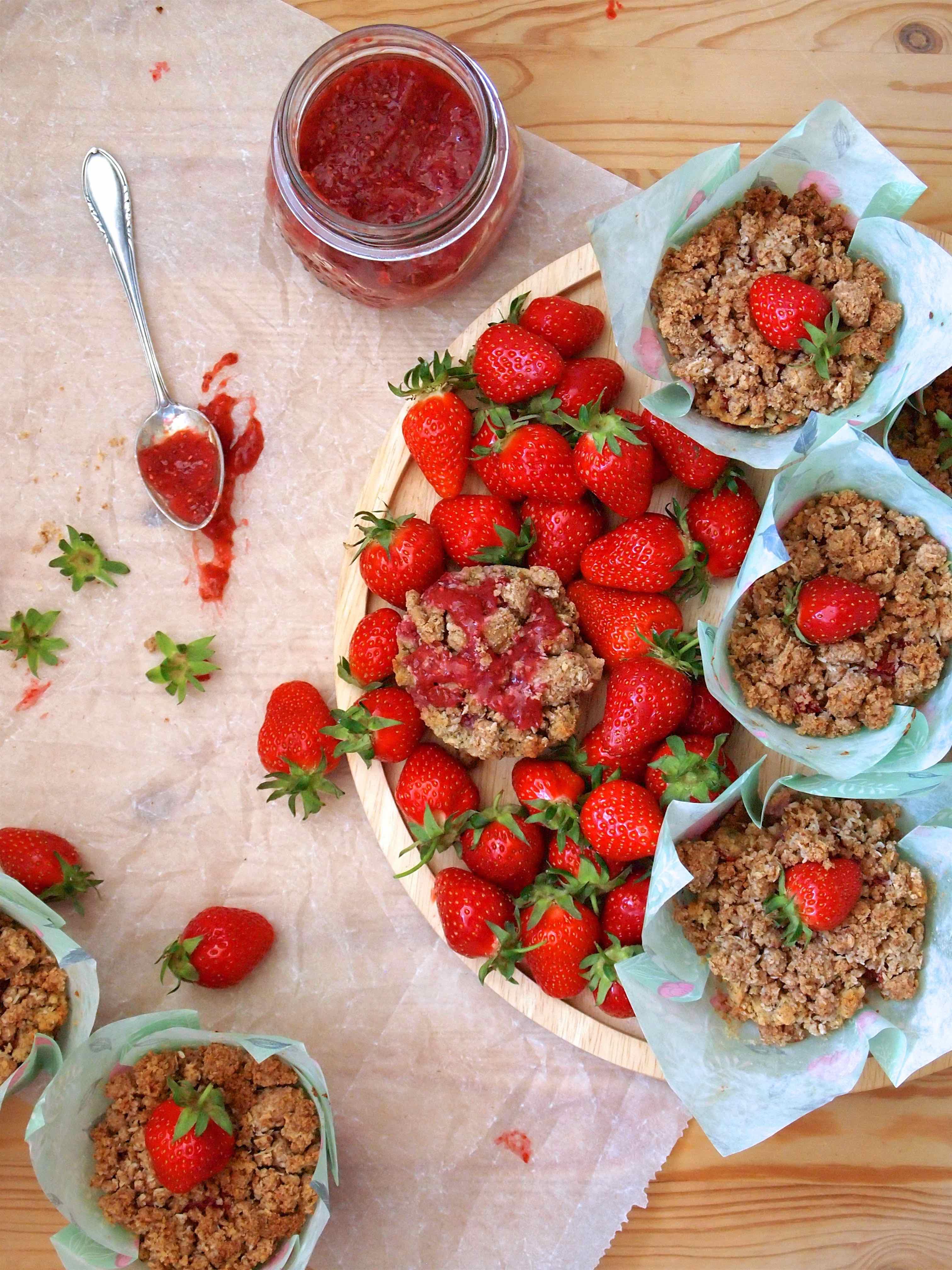 Erdbeer-Erdmandel-Muffins mit Kokosstreusel