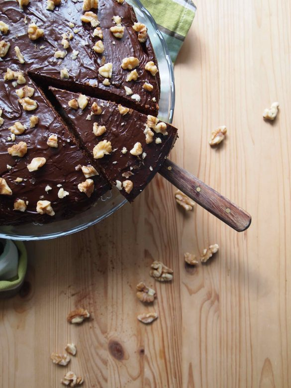 Süßkartoffelkuchen mit Schokolade und Walnüssen - Bolo de batata doce