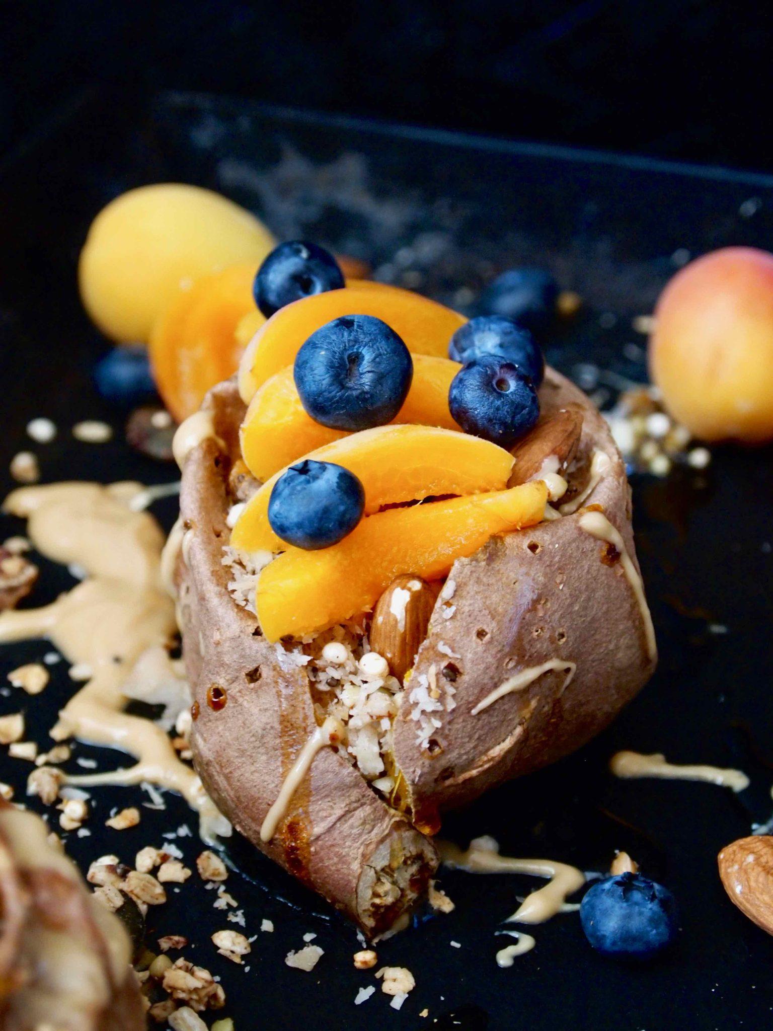 Gebackene Granola-Süßkartoffel