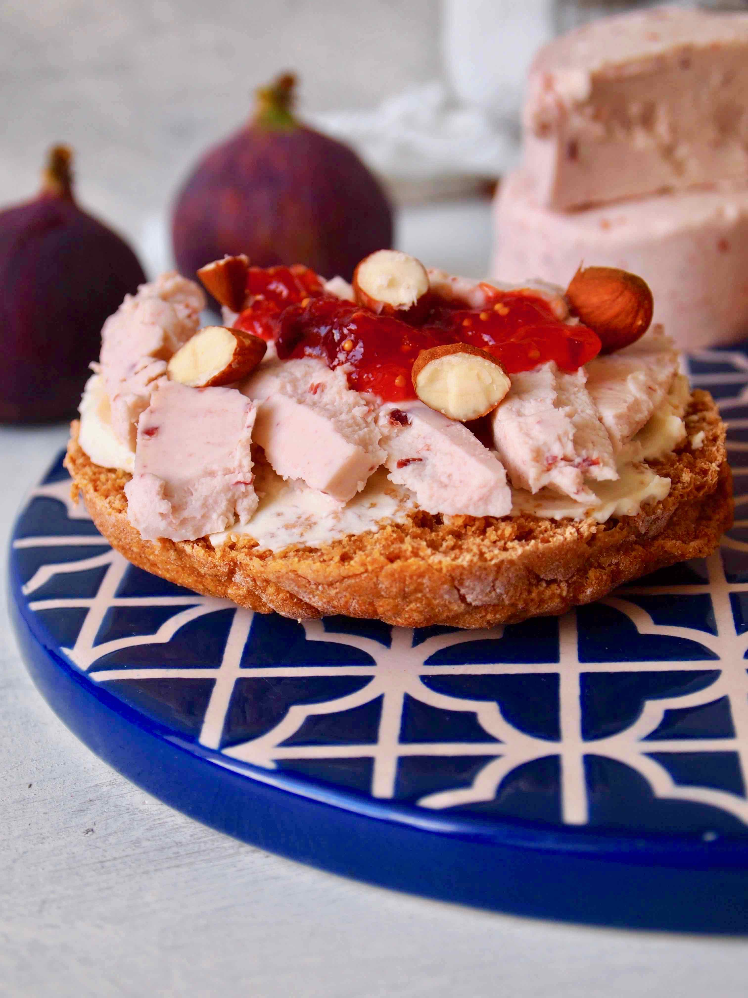 Süßkartoffelbrot mit Feigenmarmelade