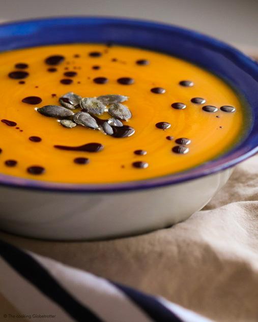 Laura von thecookingglobetrotter.com mit Ihrer Kürbis Suppe