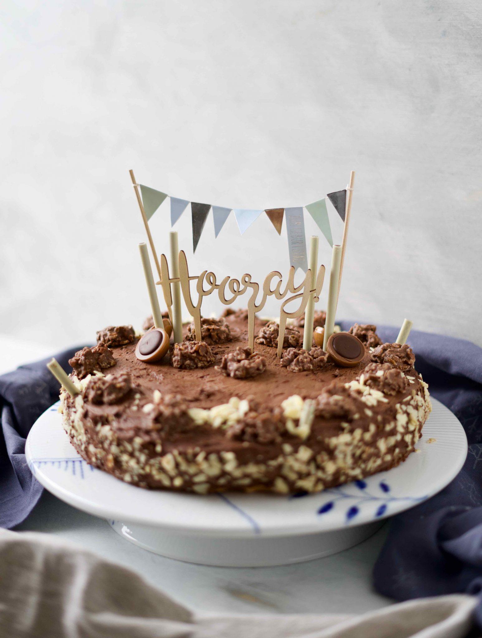 Rezept für Schokocrossies-Torte mit Schoko-Fudge-Glasur