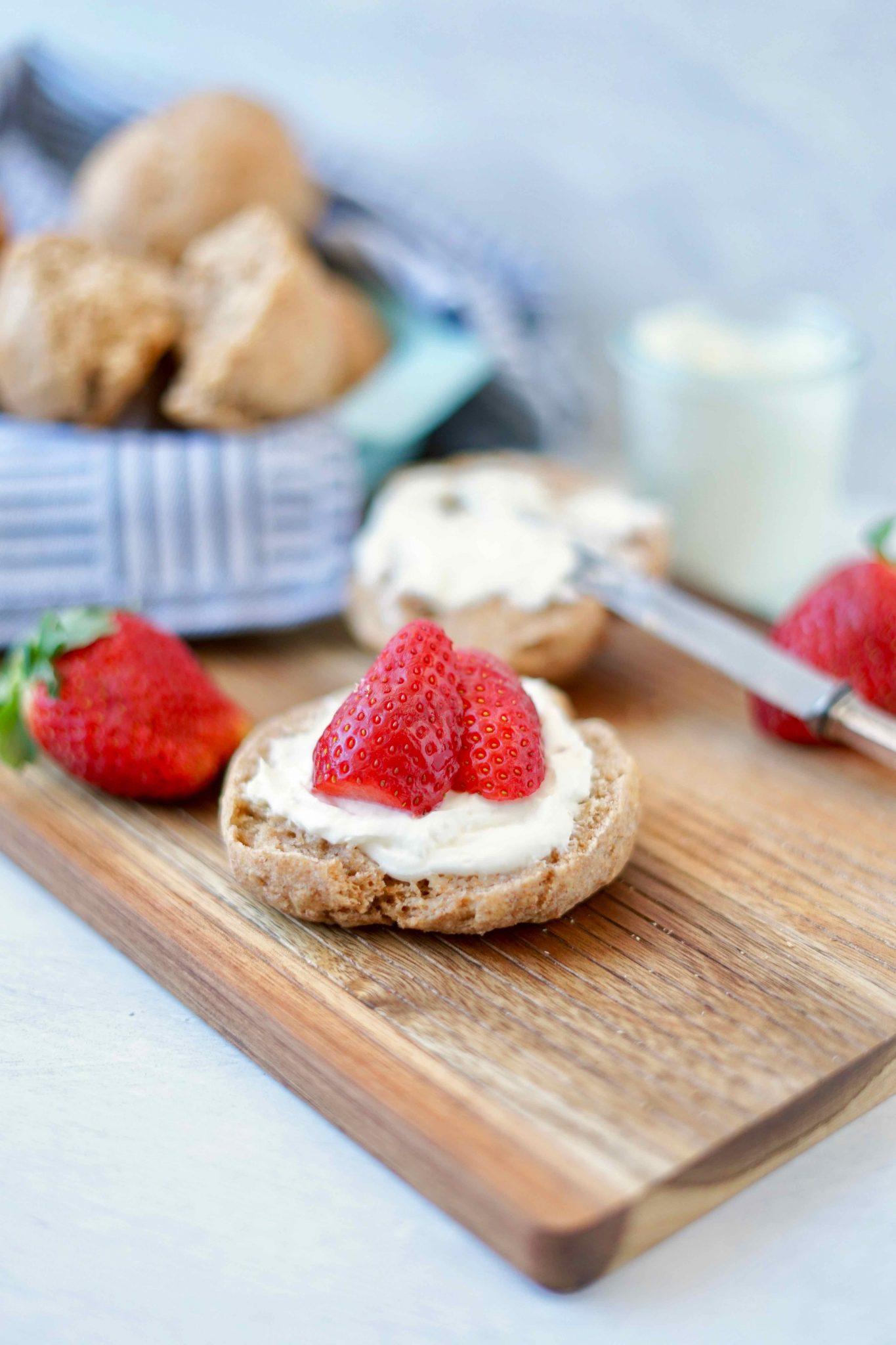 Achtsam essen und ein Rezept für schnelle Dinkel-Skyr-Brötchen