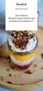 Fruchtiges Frühstücksgläschen mit Haferflockenkrokant