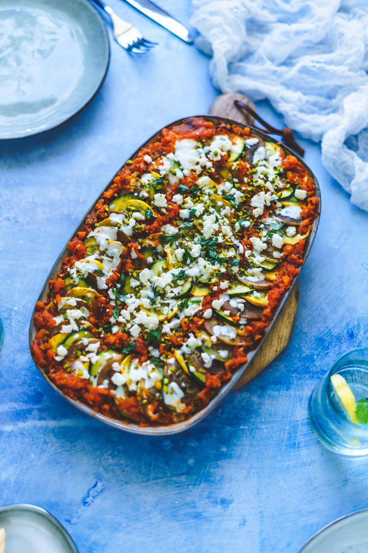 Gegrillte Zucchini mit Tomatensugo