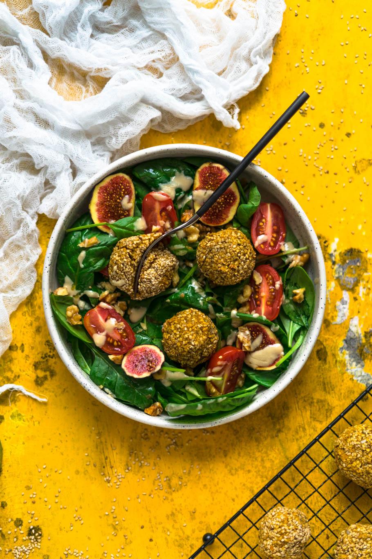 Kürbisbällchen mit Spinat-Feigen-Salat