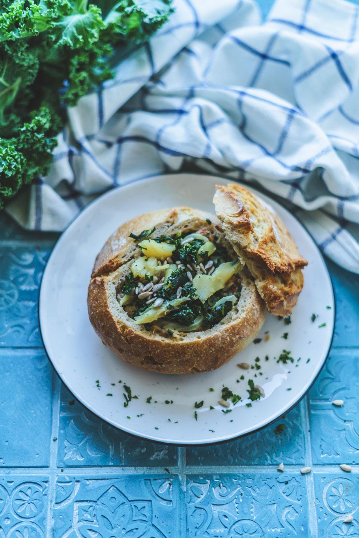 Gefüllte Brote mit portugiesischem Bacalhau und Grünkohl